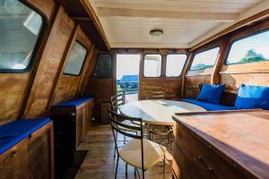 Aurelia Boat