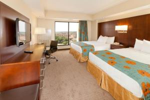One-Bedroom Suite with City View - Club Level Access