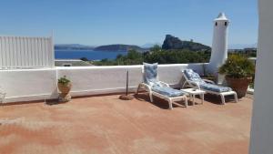 terrazza sul castello aragonese - AbcAlberghi.com