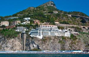 Lloyd's Baia Hotel - AbcAlberghi.com