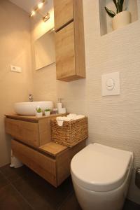 Apartment Diana with swimming pool in Brela, Apartmány  Brela - big - 55