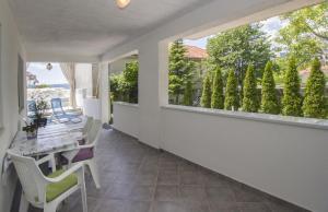 Apartment Diana with swimming pool in Brela, Apartmány  Brela - big - 65