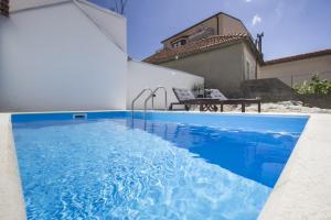 Apartment Diana with swimming pool in Brela, Apartmány  Brela - big - 33