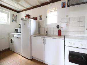 Three-Bedroom Holiday Home in La Chapelle Sur Dun, Prázdninové domy  La Chapelle-sur-Dun - big - 14