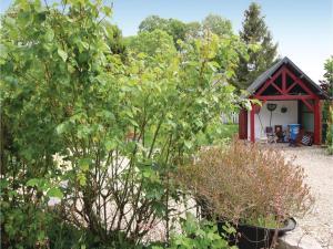 Three-Bedroom Holiday Home in La Chapelle Sur Dun, Prázdninové domy  La Chapelle-sur-Dun - big - 12