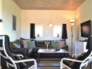 Four-Bedroom Holiday Home in Hvide Sande, Nyaralók  Hvide Sande - big - 16