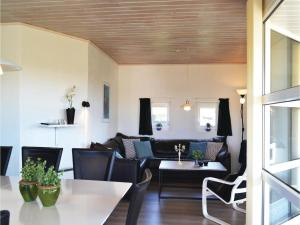 Four-Bedroom Holiday Home in Hvide Sande, Nyaralók  Hvide Sande - big - 15