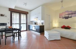 Ferrarese Halldis Apartment - AbcAlberghi.com