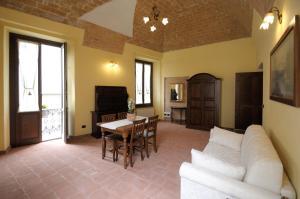Palazzo Centro, Отели типа «постель и завтрак»  Ницца-Монферрато - big - 17
