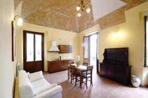Palazzo Centro, Отели типа «постель и завтрак»  Ницца-Монферрато - big - 20