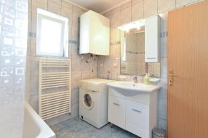Apartments Milena 436, Apartmány  Fažana - big - 37