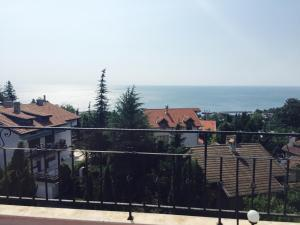 Apartment with sea view and two bedrooms, Apartmány  St. St. Constantine and Helena - big - 8