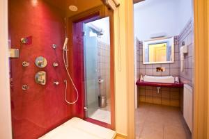 Yades Suites - Apartments & Spa, Aparthotely  Naousa - big - 39