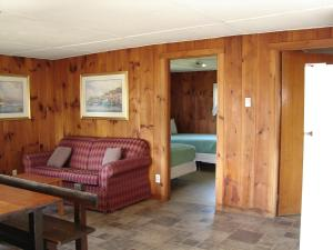 Two-Bedroom Cabin (10 Adults)