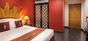 Scarlet Double Room