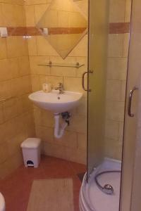 Double Room Bilje 14318b, Penziony  Bilje - big - 3