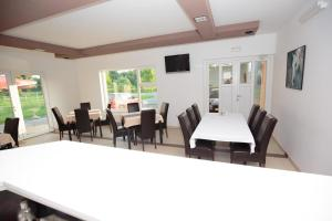 Family Room Bilje 14318a, Vendégházak  Bellye - big - 5