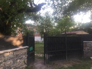 Lazuri Keria Family Guesthouse, Penziony  Khoni - big - 64