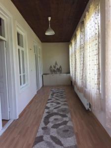 Lazuri Keria Family Guesthouse, Penziony  Khoni - big - 11