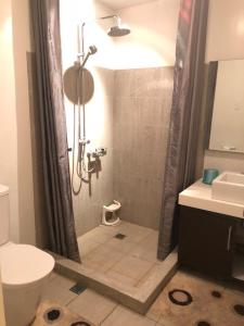 Dr Calayans' Luxury 2BR Condo @ Pico de Loro, Nasugbu, Ferienwohnungen  Nasugbu - big - 163
