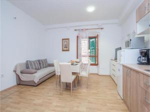 One-Bedroom Apartment in Sibenik, Апартаменты  Шибеник - big - 13