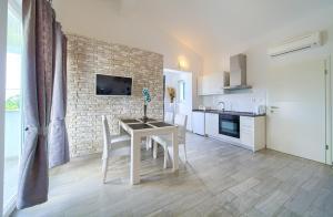 Apartments Mali Nono