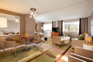 Alcove Suite with Access to Executive Lounge