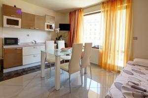 Family Hotel Allegra, Hotely  Obzor - big - 8