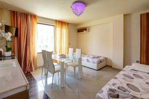 Family Hotel Allegra, Hotely  Obzor - big - 9