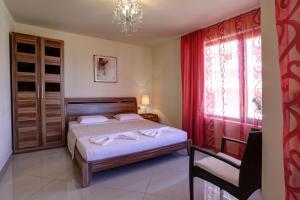 Family Hotel Allegra, Hotely  Obzor - big - 1