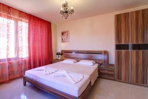 Family Hotel Allegra, Hotely  Obzor - big - 17
