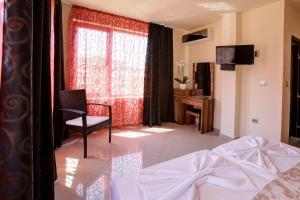 Family Hotel Allegra, Hotely  Obzor - big - 19