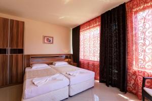 Family Hotel Allegra, Hotely  Obzor - big - 20
