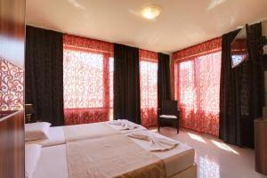 Family Hotel Allegra, Hotely  Obzor - big - 21