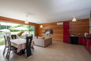 Villa Les Roses Noires, Case vacanze  Singleyrac - big - 28