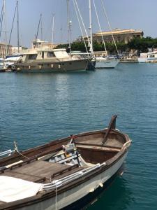 Yacht d'epoca nel cuore di Ortigia - AbcAlberghi.com