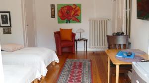 "Standard Twin Room with shared Bathroom and Balcony ""Ballroom"""