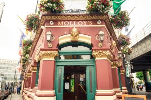 Molloys Apartments