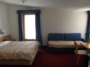 Hotel Garni Enrosadira, Hotely  Vigo di Fassa - big - 46