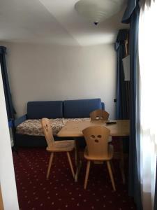 Hotel Garni Enrosadira, Hotely  Vigo di Fassa - big - 49