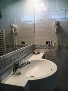 Hotel Garni Enrosadira, Hotely  Vigo di Fassa - big - 53