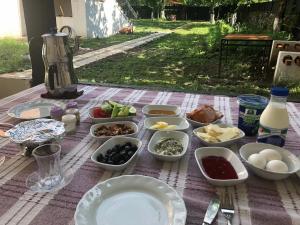 Lazuri Keria Family Guesthouse, Penziony  Khoni - big - 70