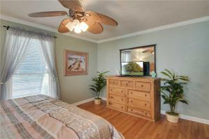 44th Avenue 13 Holiday Home, Nyaralók  Isle of Palms - big - 4