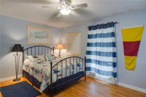 44th Avenue 13 Holiday Home, Nyaralók  Isle of Palms - big - 6