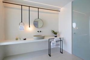 Alti Santorini Suites, Villas  Megalokhori - big - 68