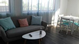 Apartment with sea view and two bedrooms, Apartmány  St. St. Constantine and Helena - big - 1