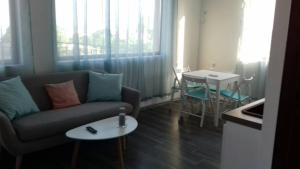 Apartment with sea view and two bedrooms, Apartmány  St. St. Constantine and Helena - big - 18