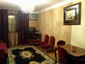Apartment on Rustaveli street, Appartamenti  Batumi - big - 1