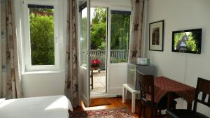 """Standard Double Room with Shared Bathroom and Balcony """"Boogie"""""""