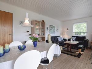 Three-Bedroom Holiday Home in Juelsminde, Dovolenkové domy  Sønderby - big - 6